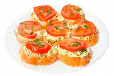 Бутерброд с помидорам, сыром и чесноком