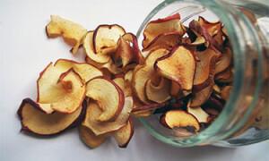 Сушеные яблоки – польза и вред для здоровья