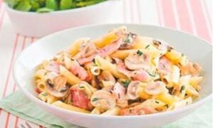 Как приготовить макароны в томате с грибами и ветчиной